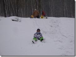 雪の滑り台を満喫in鷹の巣キャンプ場