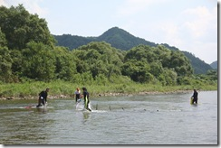 荒川でのウナワ漁の実演