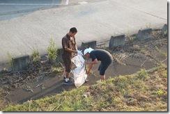 荒川堤防のゴミ拾い
